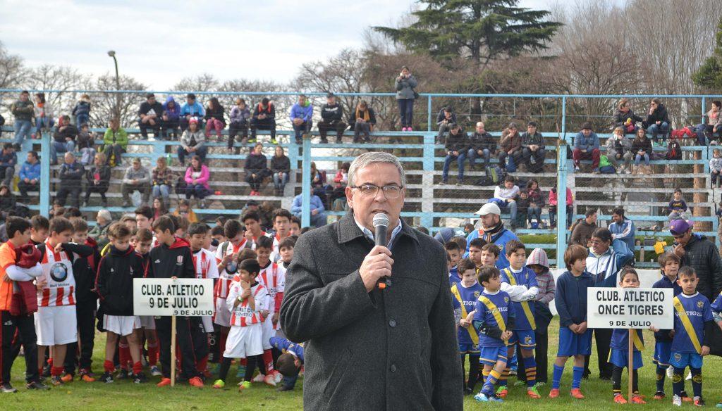 Jorge Della Rocca dejando su mensaje a los presentes