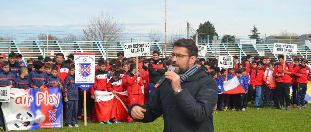 Jose Mignes presidente de San Martin dirigiendose a los presentes