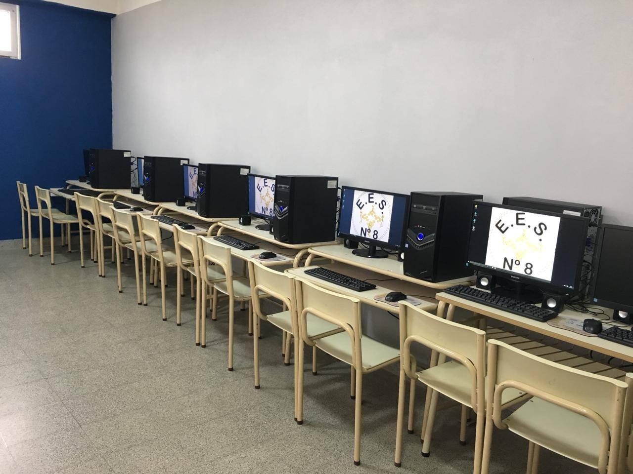 Computadoras y mobiliario para la escuela 8 la trocha for Mobiliario ergonomico para computadoras